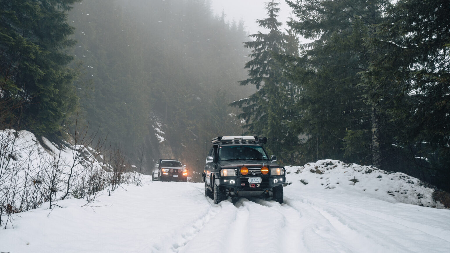 Toyota Landcruiser 100 series and 4runner in snow