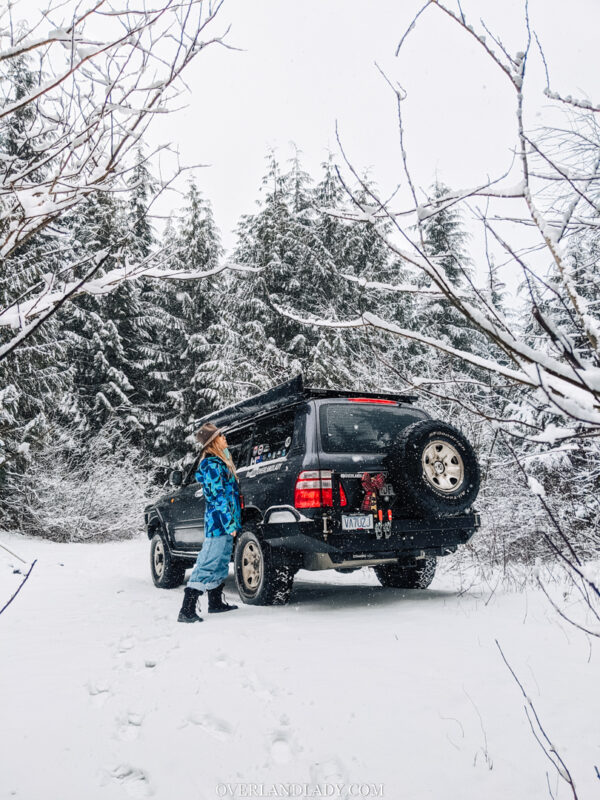 Toyota Landcruiser 100 series  in snow Overland Lady