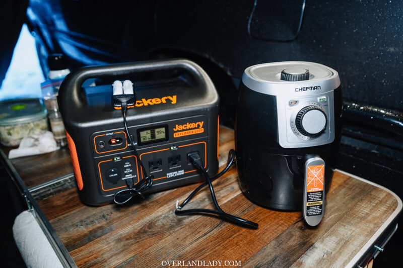 Jackery 1000 powering air fryer